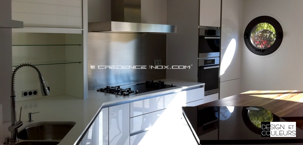 cr dence de cuisine en inox. Black Bedroom Furniture Sets. Home Design Ideas