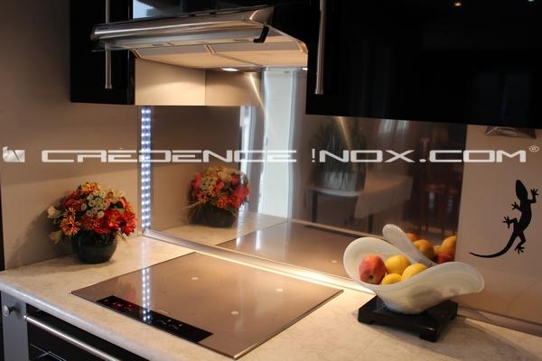 cr dence inox miroir tout savoir sur la cr dence et le plan de travail en inox. Black Bedroom Furniture Sets. Home Design Ideas