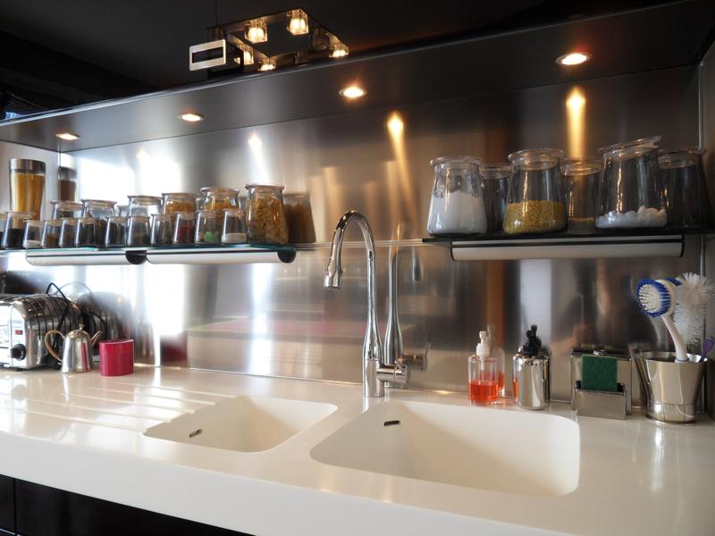 Les cr dences inox paisseur 11 17 et 20mm le blog for Accessoire deco cuisine