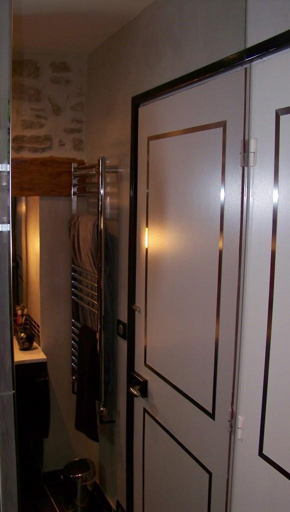 l 39 inox s 39 invite dans la salle de bain tout savoir sur la cr dence et le plan de travail en inox. Black Bedroom Furniture Sets. Home Design Ideas